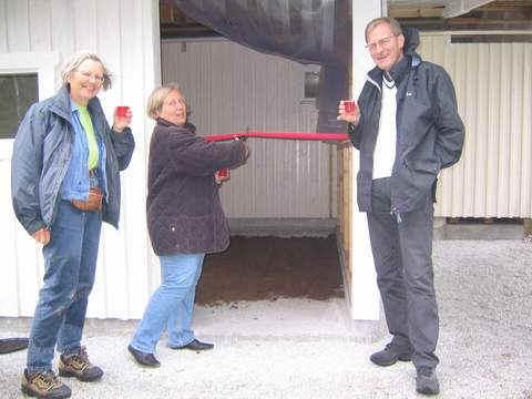 Invigning av lösdriftsstallet vid Lilla Mafrids - Anki Jonasson, Christina Rhodin-Alm & Ove Alm.