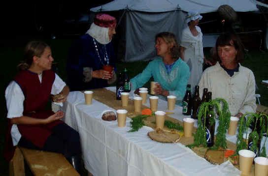 Emma, Maria & Karin samtalar med en medeltida dam.